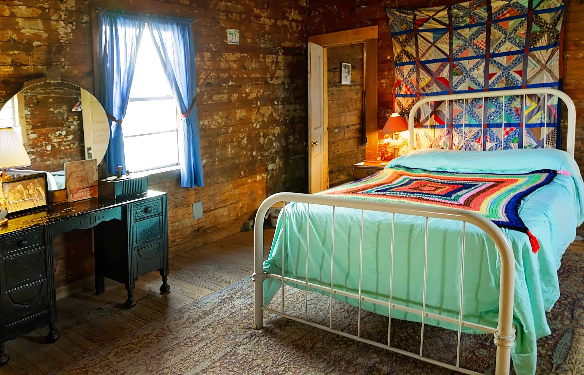 Tallahatchie Flats bedroom in Tush-Hog's house